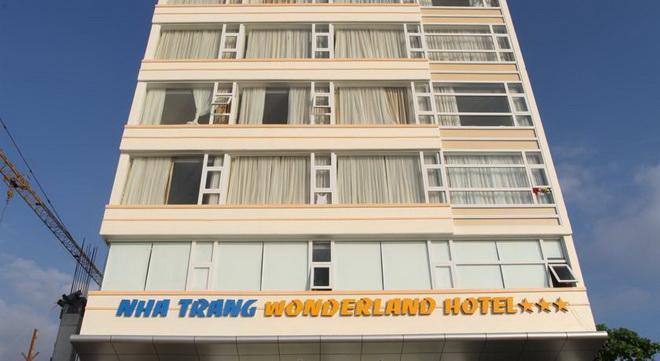 Wonderland hotel 3